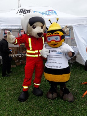 RGB Mascot, Archie Bee, with DAA mascot, Ambrose Bear